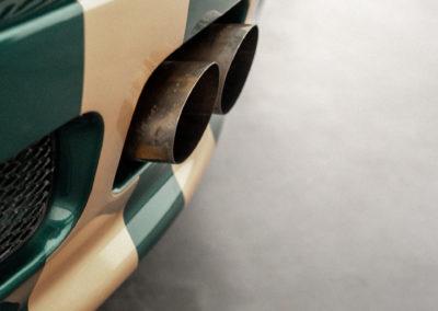 Lotus Elise S1 VVC MMC grün metallic mit goldenen Race Streifen und dem Auspuff