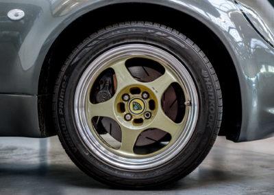 Lotus Elise 111S grau metallic Detail Reifen und Felge