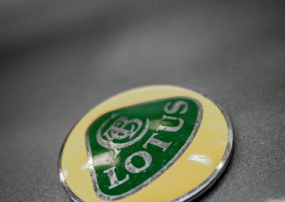 Lotus Elise 111S grau metallic Detail Lotus Logo