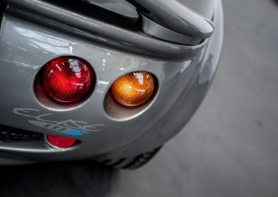 Lotus Elise 111S grau metallic Heckansicht Detail Lampe