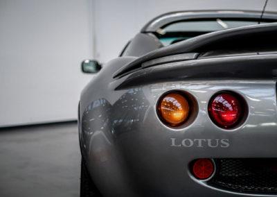 Lotus Elise 111S grau metallic Heckansicht Detail Lampen