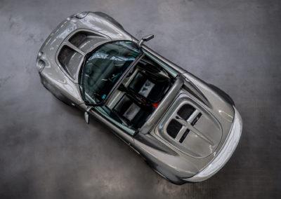 Lotus Elise 111S grau metallic von oben fotografiert und mit geöffnetem Verdeck