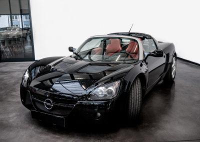 Opel Speedster schwarz Cabrio Seitenansicht