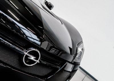 Opel Speedster schwarz Detail Kühlergrill