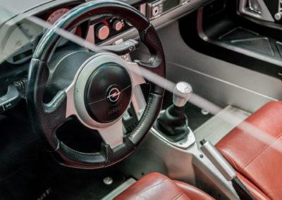 Opel Speedster schwarz Innenraum Detail Lenkrad