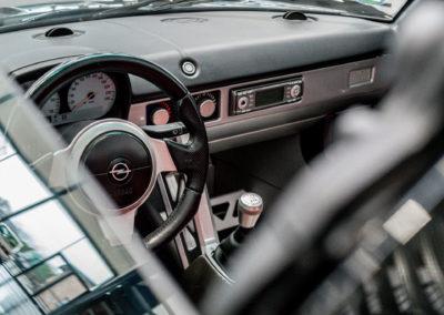 Opel Speedster schwarz Innenraum Armatur